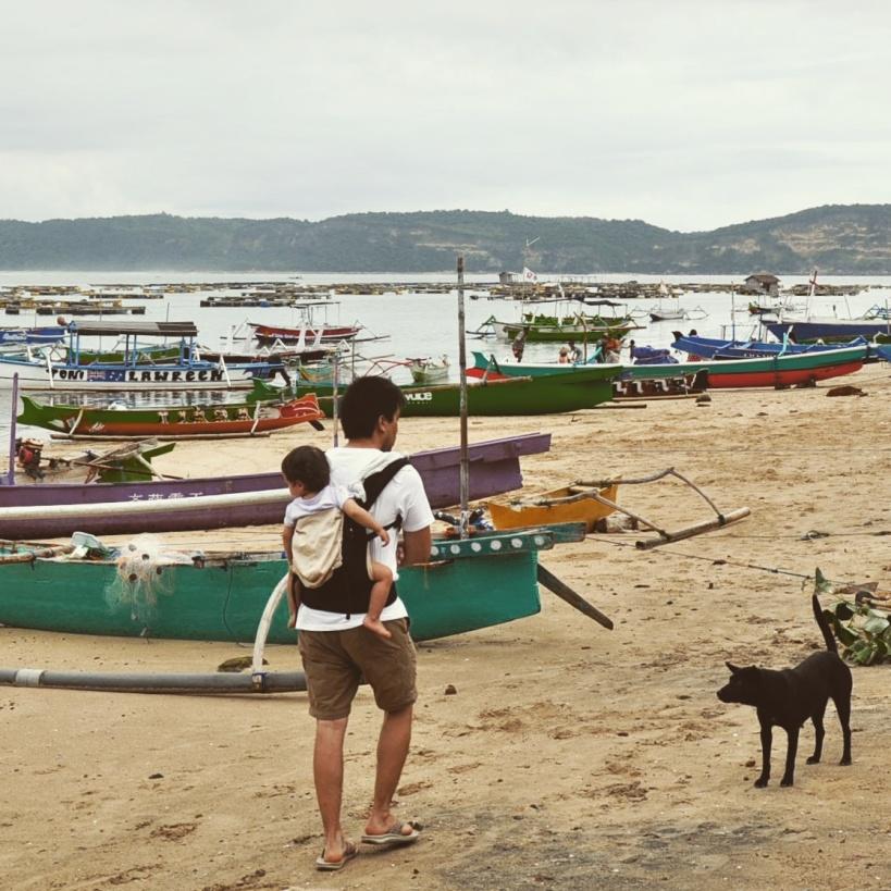 Slow travel - gerupuk, lombok, indonésie en porte bébé ergobaby