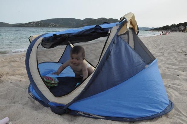 je d teste les lits parapluies les parents voyageurs. Black Bedroom Furniture Sets. Home Design Ideas