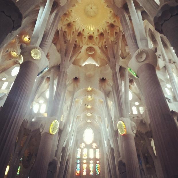 foret de colonnes arborescentes sagrada familia barcelone