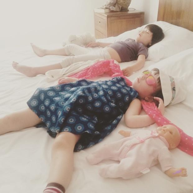 enfants qui dorment sieste