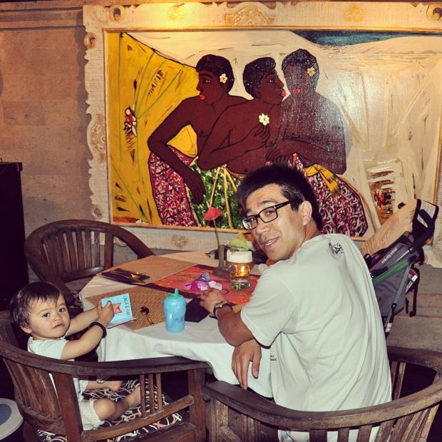 restaurant avec un enfant lors d'un voyage à Bali, Indonésie