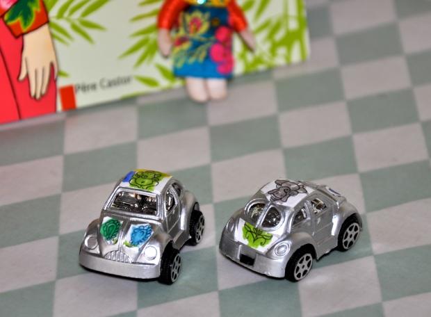 voitures à friction customisées avec ganesh et fleurs indiennes