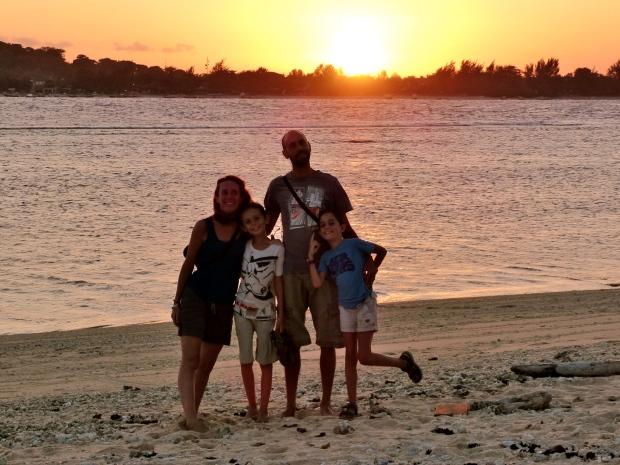 coucher de soleil, portrait de famille 4, Lombok, Indonésie