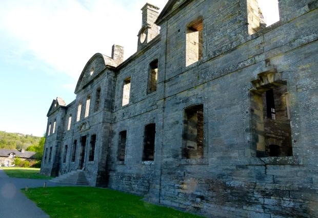 façade de Abbaye de bon repos, lac de guerledan