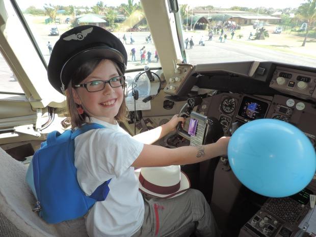 enfant avec casquette de pilote dans Dans la cabine de pilotage, Chili