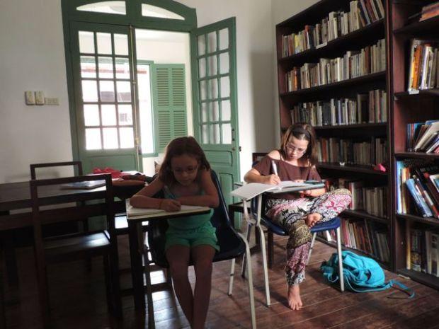 Leçons dans la bilbilothèque française, Luang Prabang, Laos