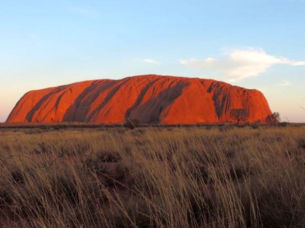 Rocher de Uluru, Australie au soleil couchant