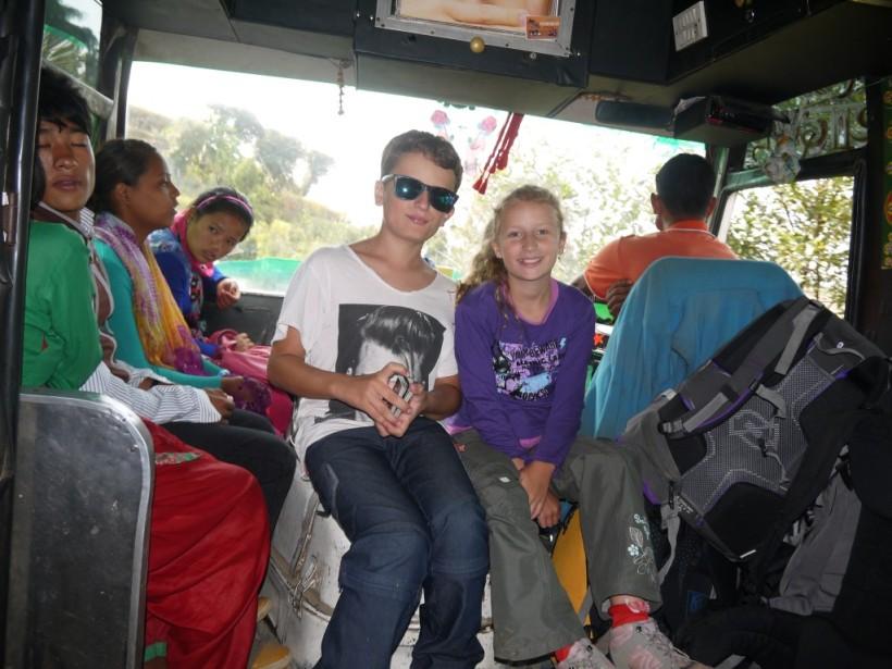enfants dans les transports en voyage tour du monde