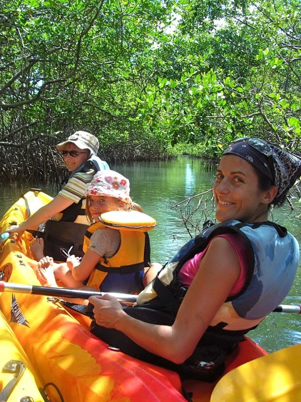famille en kayak mangrove martinique