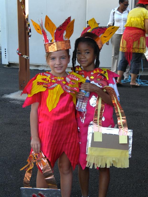 deux fillettes déguisées au carnaval martinique
