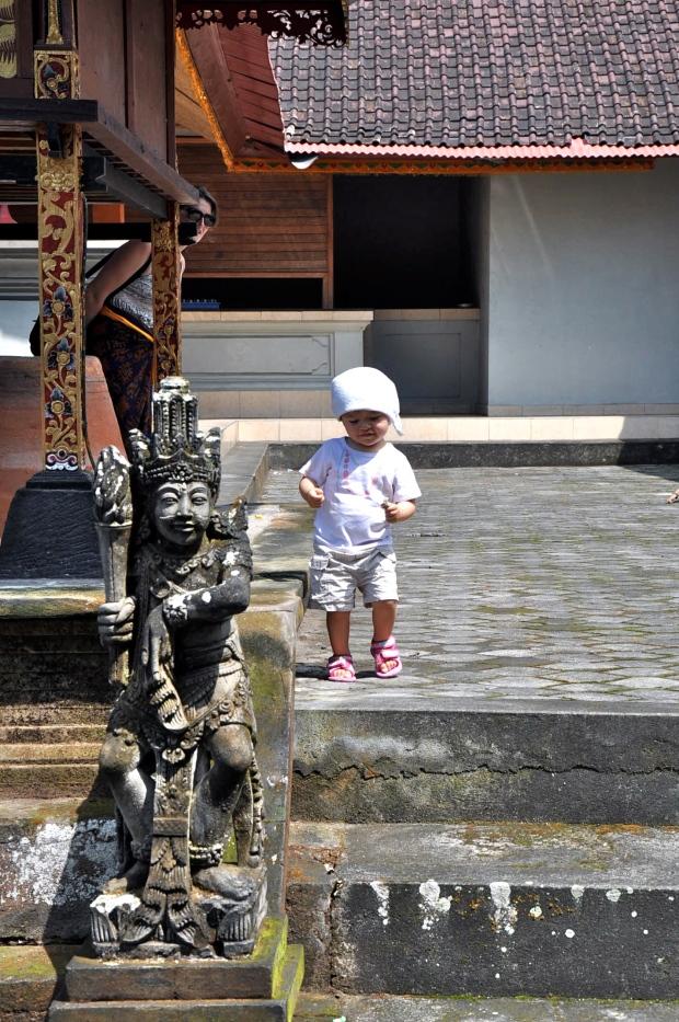 temple bali bébé danse