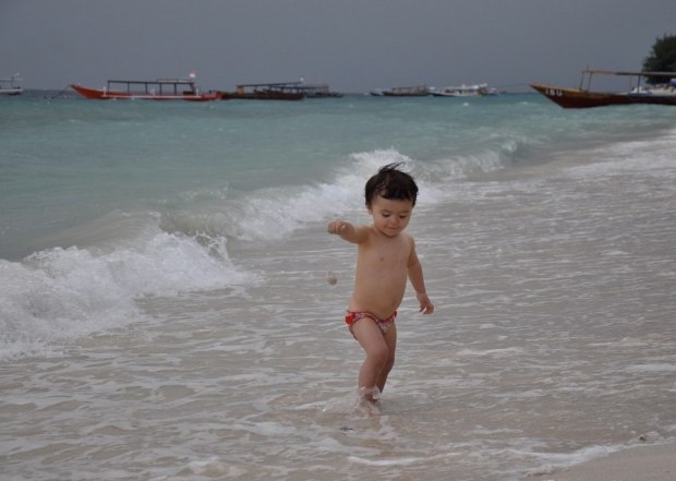 gili trawangan plage avec bébé