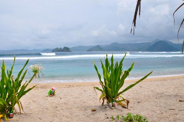 plage mawi lombok bébé surf