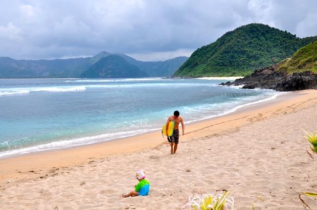 plage mawi lombok surf et bébé
