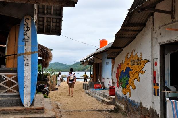 gerupuk village pecheurs lombok papa porte bébé