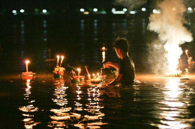 festival des bateaux lumineux luang prabang laos