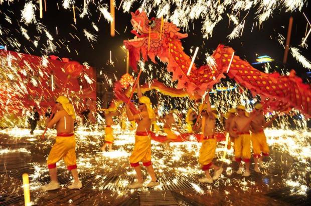 fete des lanternes chine danse des dragons
