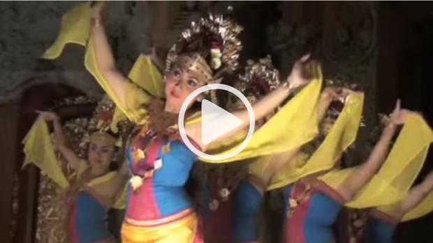 video danse balinaise bali indonésie dans les yeux d'une enfant de 2 ans
