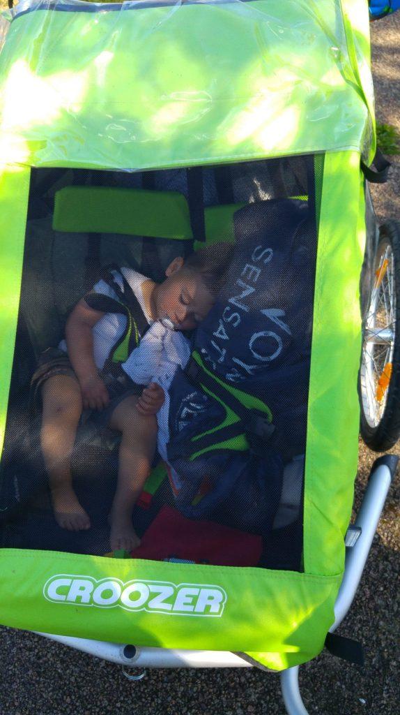 remorque vélo 2 enfants suspensions croozer kid for 2 sieste