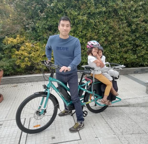 velo cargo longtail yuba boda boda electriqque avec 2 enfants