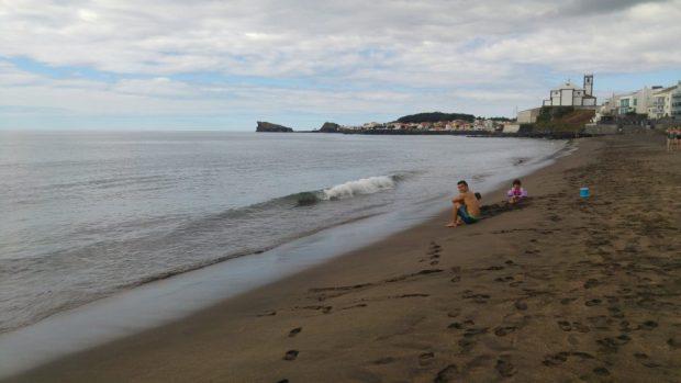 plage sable noir ribeira quente ile sao miguel acores