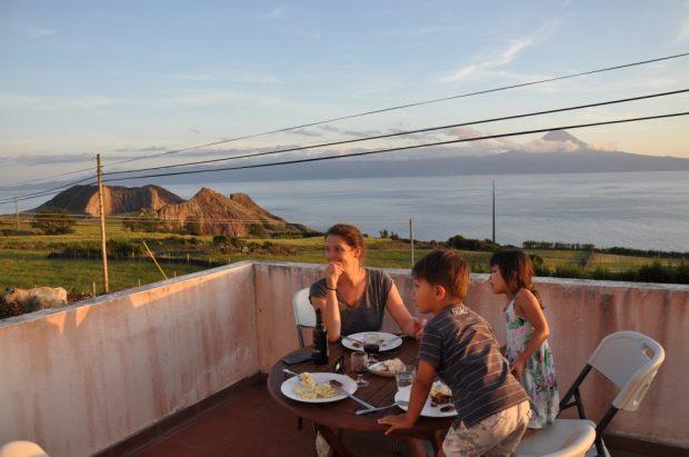 location maison vacances acores piscine et vue pico quinta das figueiras velas sao jorge