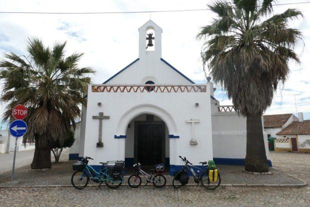 eglise alentejo Portugal voyage a velo avec des enfants