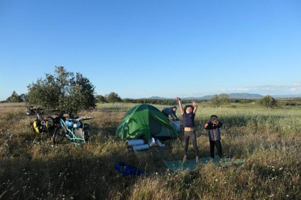 Camping sauvage Alentejo - voyage a velo avec des enfants Portugal nature